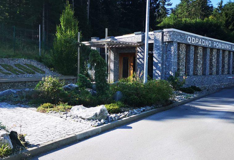 Objekt zgrajen  iz recikliranih odpadnih materialov, Mislinjska dobrava